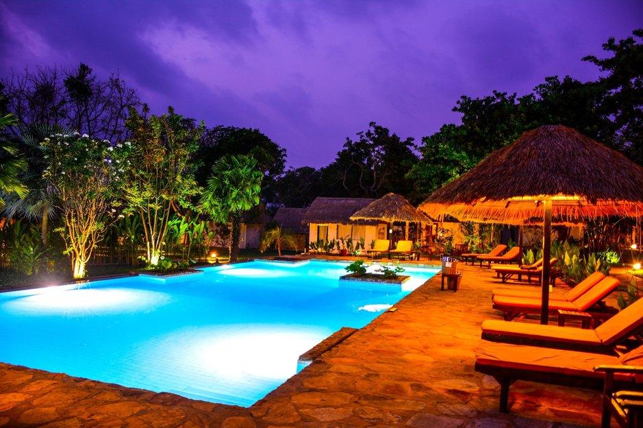 Villa Kep Resortin kolme keskipistettä ovat uima-allas, bambubaari ja ravintola. (Kuva: Villa Kep Resort).