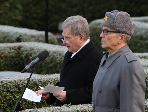 Tasavallan presidentti Sauli Niinistö pitää paljastuspuhetta.