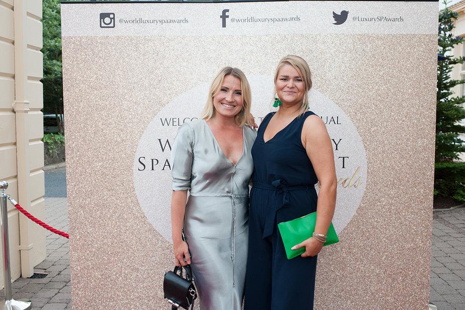 Palkintogaalassa Pohjois-Irlannissa Ravintola Rakasta edustivat Operations Manager Emilia Åberg sekä Arctic TreeHouse Hotelin Hotel Manager Tina Kaikkonen