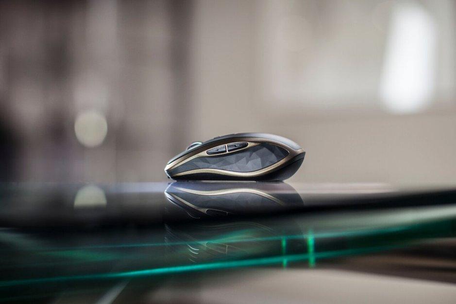 Hiiriuutuus toimii myös liukkaalla lasipinnalla.