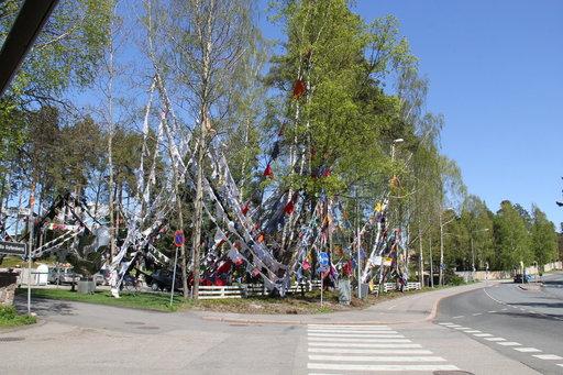 Kaarina Kaikkosen installaatio liehuu<br /> vielä Didrichsenin veistospuistossa!