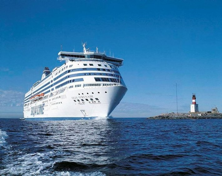Silja Serenade seilaa<br /> telakalle Naantaliin