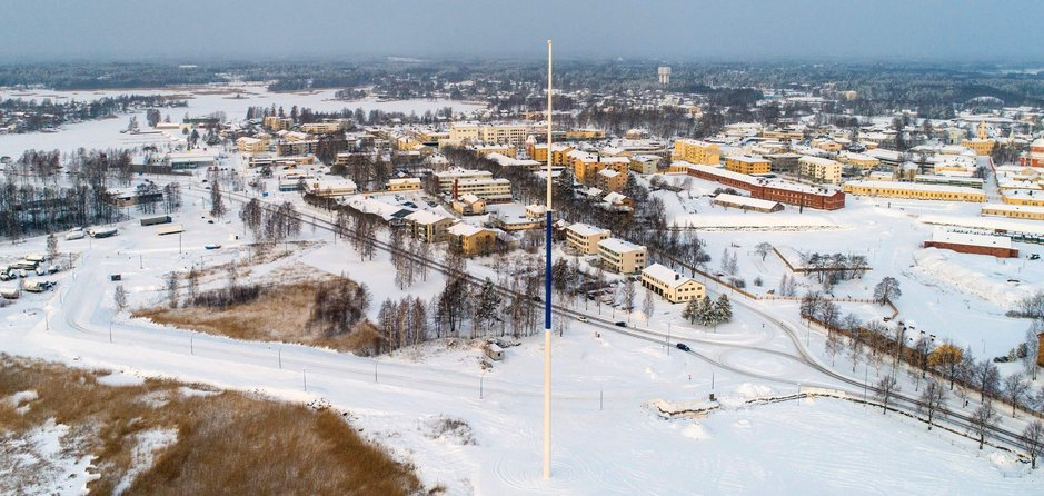 Maailman suurin Suomen lippu<br /> nousee satametriseen salkoon