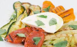Mozzarellaa & grillattuja kasviksia