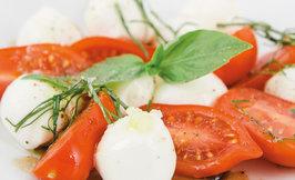 Mozzarellaa & kirsikkatomaatteja